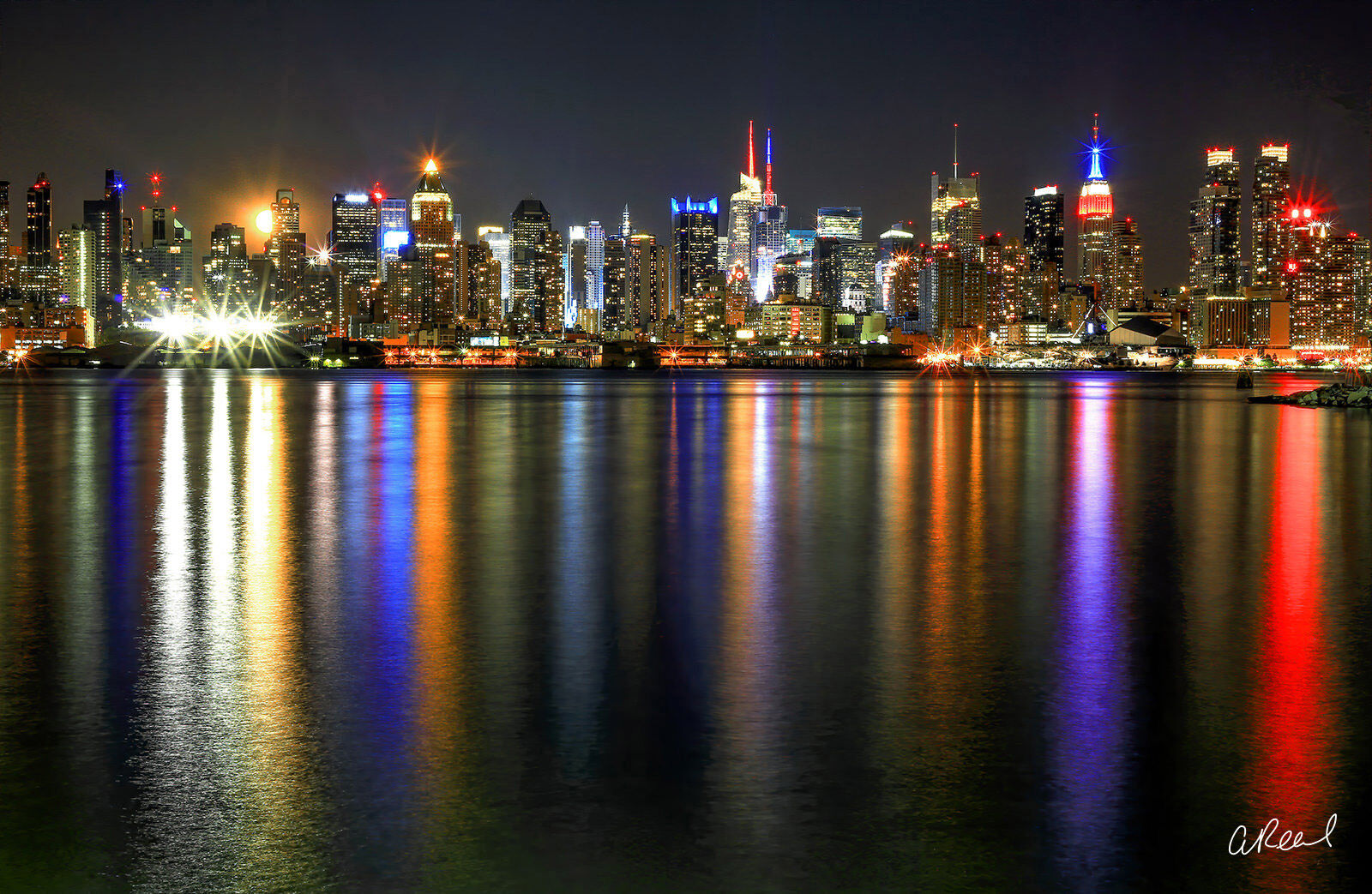 Moonrise over New York Reflected In The Water At Night, photo